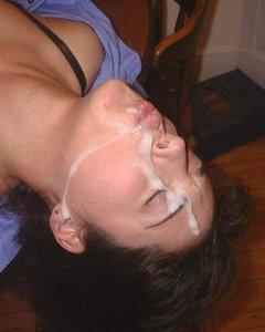 После секса парни сливают сперму исключительно на лица и ротики своих давал ...