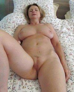 Красивые хозяйки мамы соблазняют своими голыми сиськами