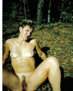 Голые амазонки в лесу ищут сексуальных приключений