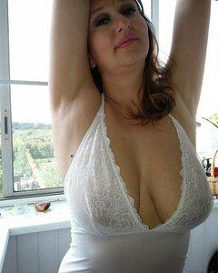 Жена хорошо работает своим ртом и телом во время секса