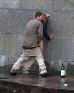 Любители экстрима кайфуют от секса на улице и в публичных местах