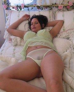 Взрослые тёлочки хвастают своими прелестями в секси нарядах