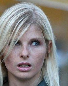 Голые активистки-блондинки Фемен на улице