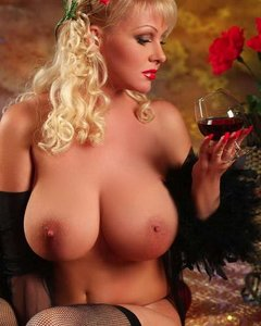 Роковые красотки с роскошными телами и большими грудями