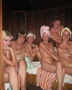 Стройные мокрощелки парятся в русской баньке голыми