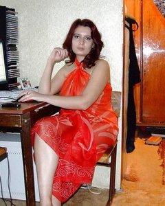 Рыжая Ангелина с классными сиськами любит принимать член задом