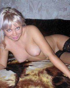 Блонди мама в чулках раздвинула ноги после минета