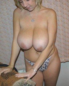 Голые домашние сучки возбуждаются перед сексом