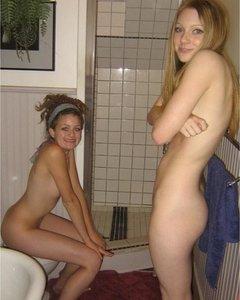 Молодые жёнушки откровенно хотят секса и показывают свои возбуждённые киски