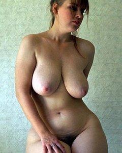 Взрослые тёлки с натуральными дойками любят секс и дрочку
