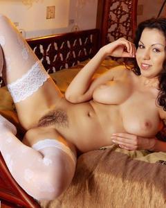 Подборка сексуальных женщин за тридцать, позирующих голышом