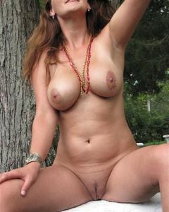 Подборка домашнего секса и прелестей жён крупным планом