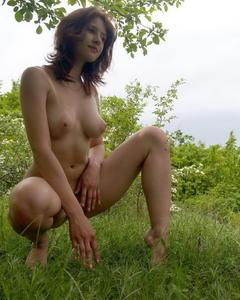 Русская красотка разделась ради любительского сета на природе