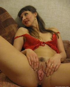 Сексуальные жены демонстрируют свои обнажённые тела