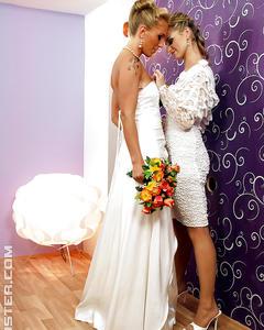Две лесбиянки купаются в потоках спермы прямо перед свадьбой
