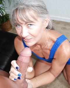 50летняя бабка дрочит член женатого соседа
