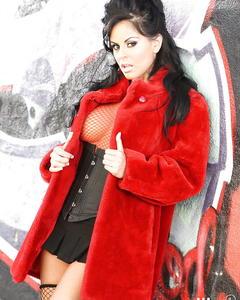 Латинская шалава Mikayla Mendez красуется в корсете и чулках