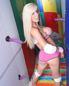 Сисястая блондинка разделась в окружении секс игрушек