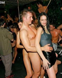 Групповая ебля на секс-вечеринке в стрип клубе