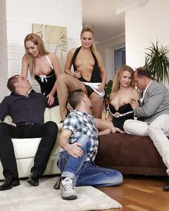 Оргия блондинок с мужиками в отеле закончилась камшотом им в рот и на пезды