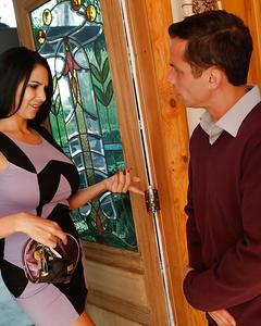 Грудастая модельерша трахается с клиентом у него дома
