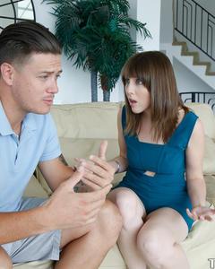 Жена уговорила мужа поебаться на камеру дома